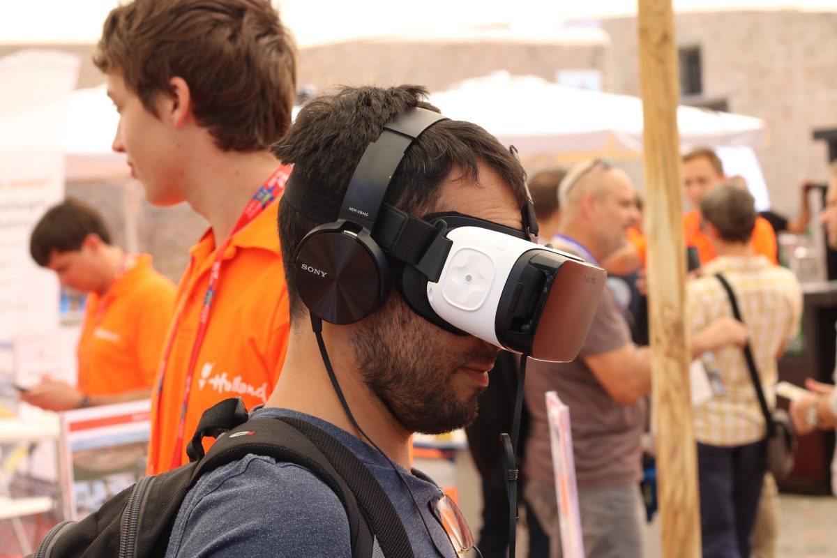 Virtual and Augmented Reality (VR)